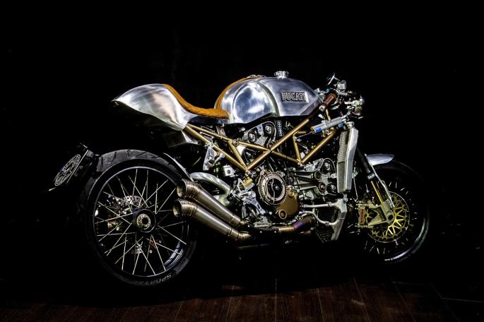 Ducati-monster-caferacer-1.jpg
