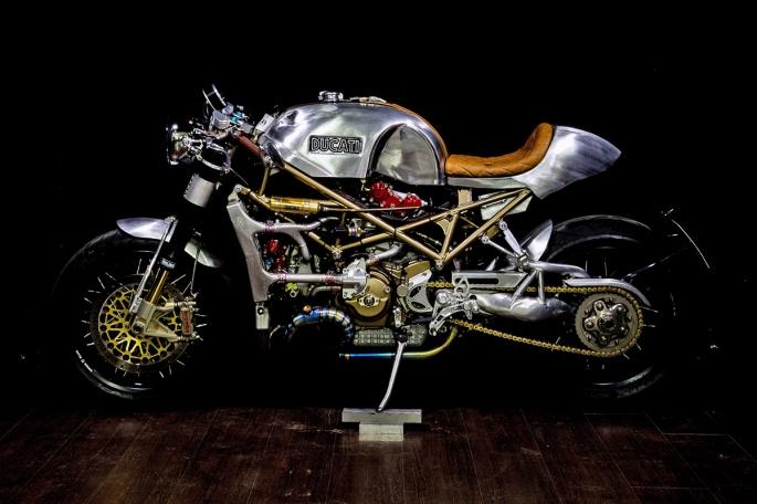 Ducati-monster-caferacer-3.jpg