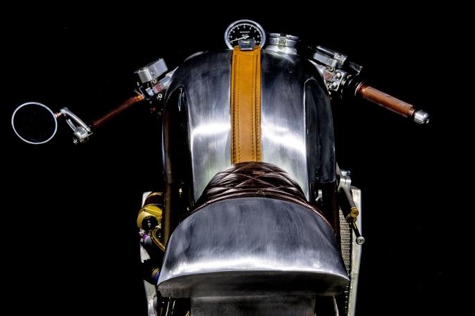 Ducati-monster-caferacer-4.jpg